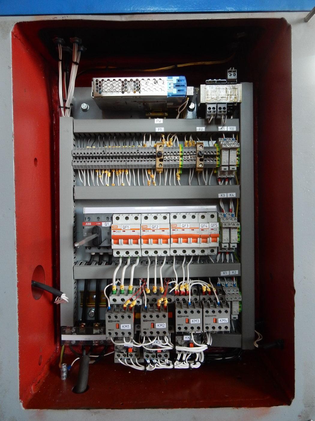 Knuckle joint press KB8336 400 ton / Modernized