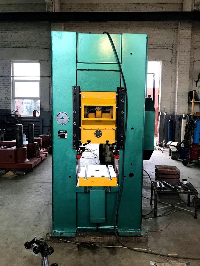 Modernized knuckle joint presses K 8340 1000t