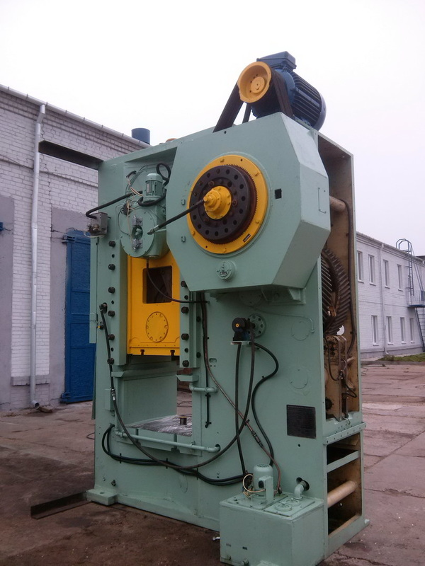 Knuckle joint press KB 8340A 1000T