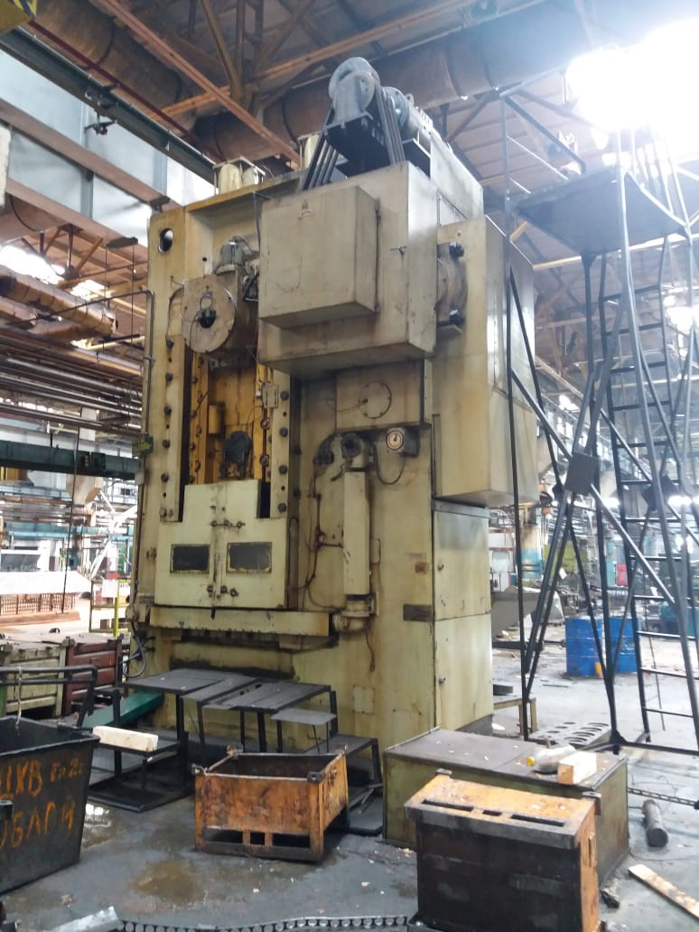 KNUCKLE JOINT PRESSES K8240 1000T