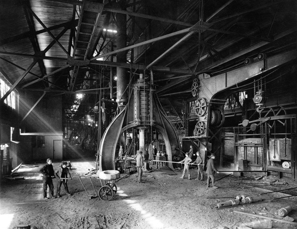 Steam hammer used for forging steel at the Midvale Steel Company, Pennsylvania, ca. 1905