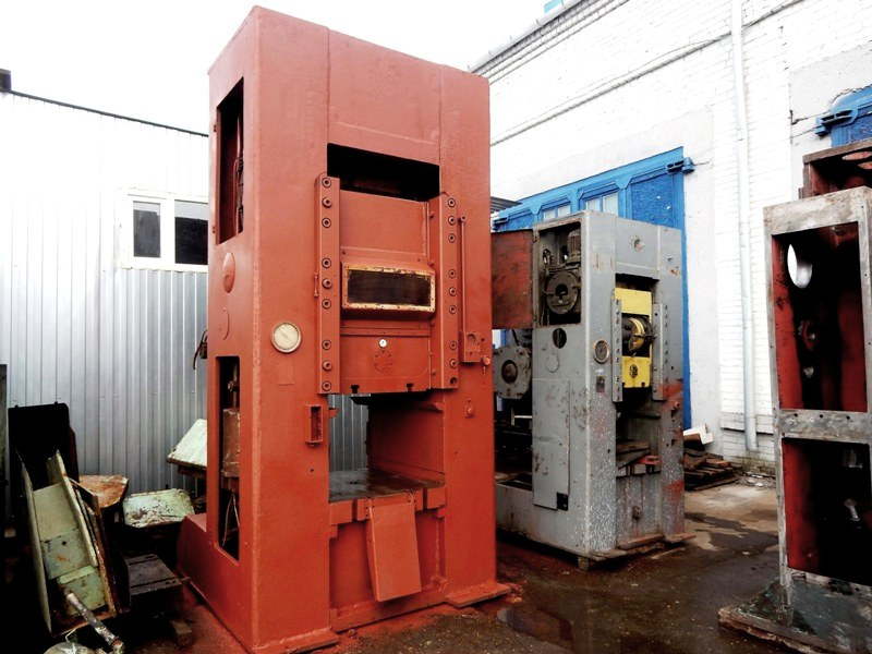 Knuckle joint presses K8340 1000 ton